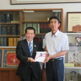 黄瀬同窓会会長より図書カード10万円分寄贈していただきました。